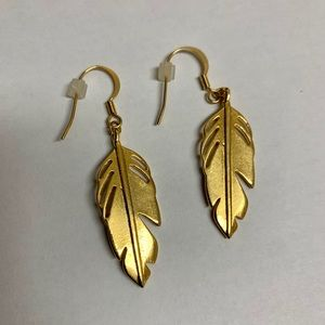 🎈Feather Drop Earrings Gold tone